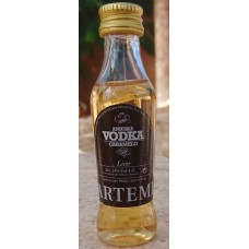 Artemi - Aniuska Vodka Caramelo Karamelllikör 24% Vol. 50ml Miniaturflasche hergestellt auf Gran Canaria - LAGERWARE