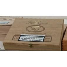 Flor de Canarias - Seleccion Petit 40 Zigarillos Holzschatulle hergestellt auf Teneriffa